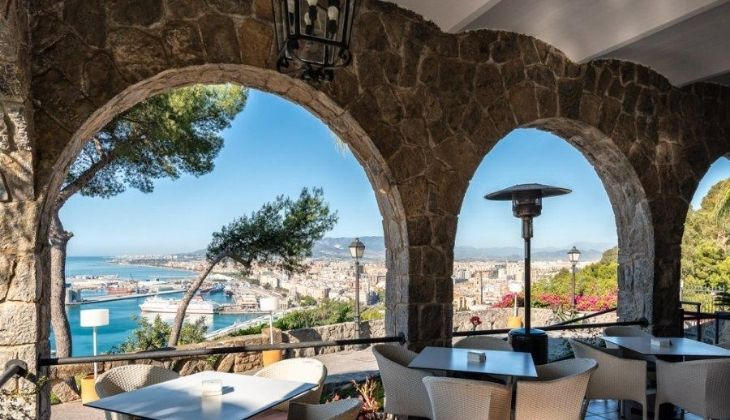 Parador de Málaga, restaurante con vista al mar en Costa del Sol