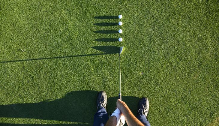 posición bola golf