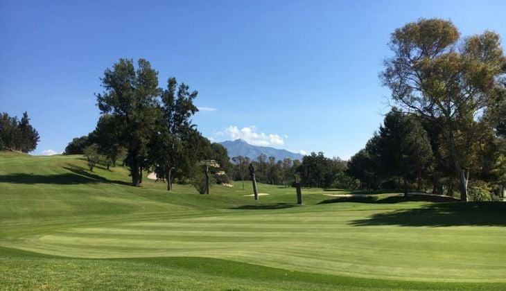 Practicar golf Estepona Atalaya