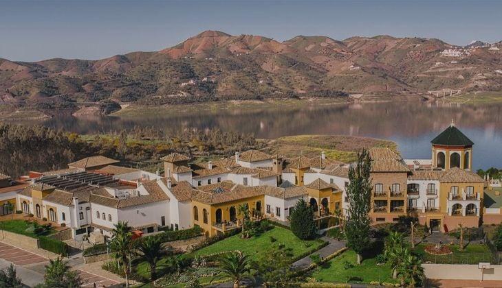 romantic hotel getaway B Bou La Viñuela