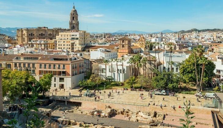 Visita el centro de Málaga, organiza actividades con amigos