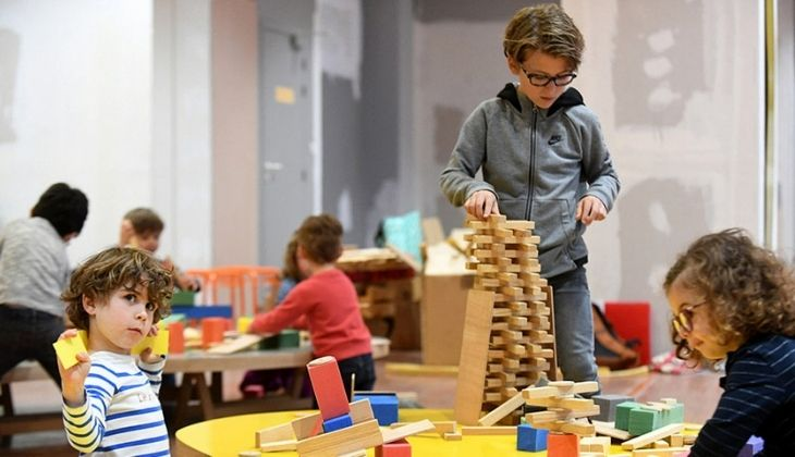 Creatividad: Juego de construcción. Espacio público joven