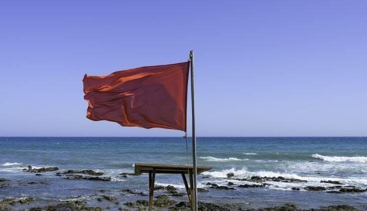 red flag beach explanation