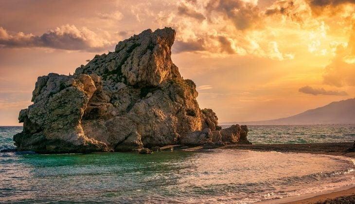 Der Strand von Peñón, das perfekte Reiseziel zum Tauchen in Malaga