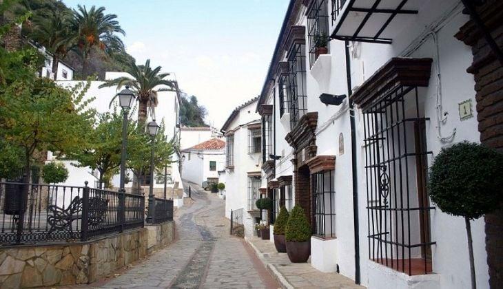 Benalauría, Actividades en Málaga provincia