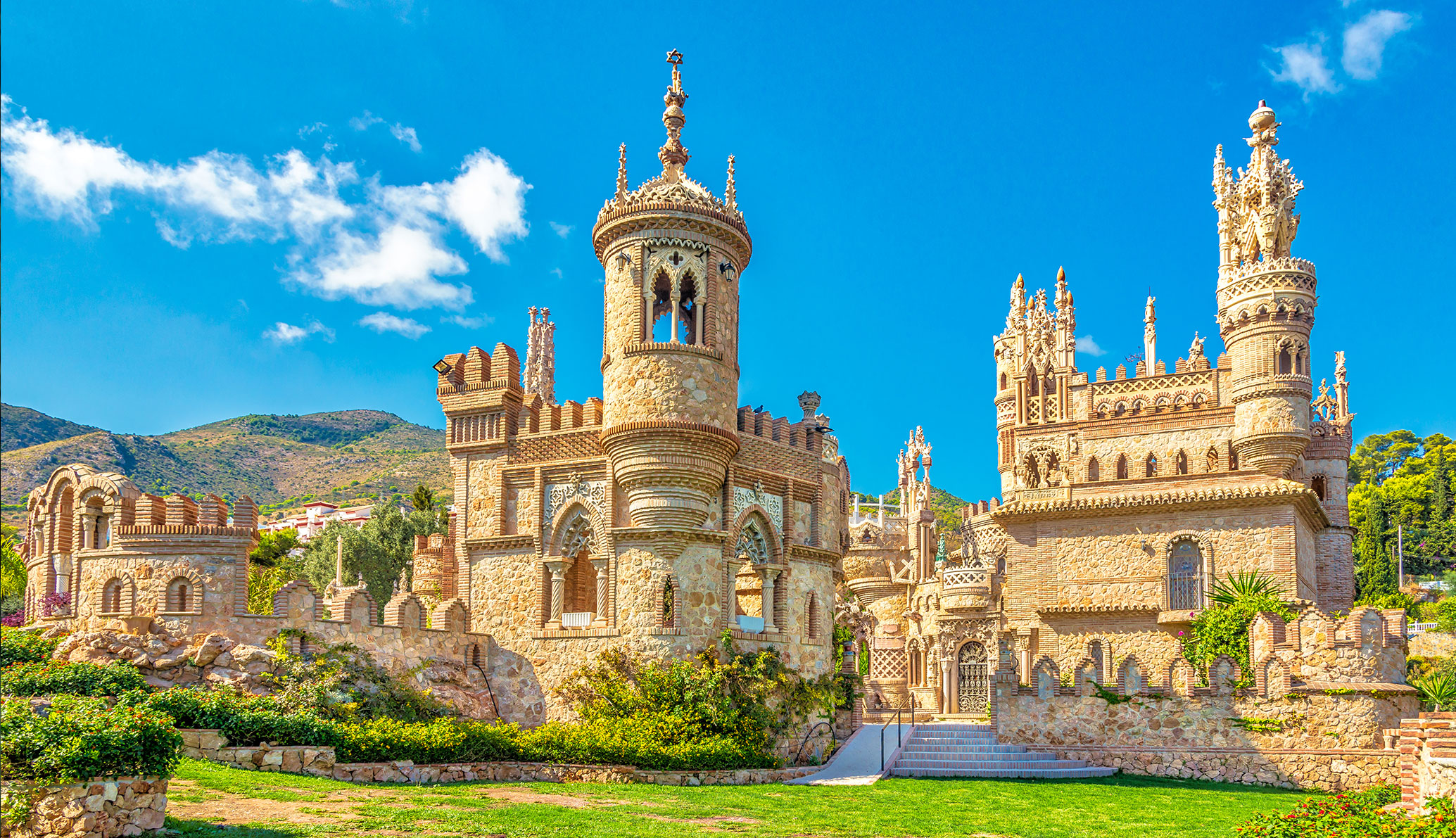 Let's discover the smallest church in the world in the Castillo de Colomares