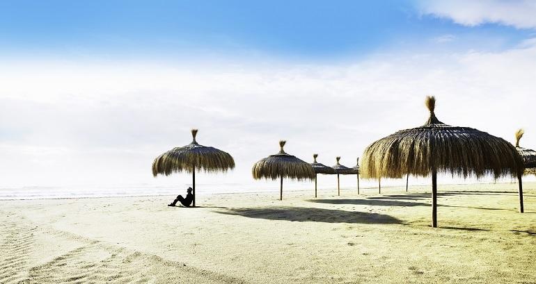 25 blaue Fahnen für die Strände der Costa del Sol