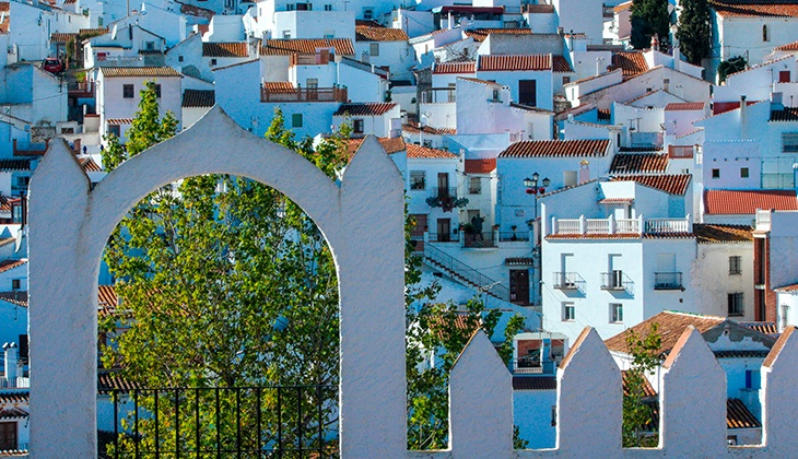 Discover Comares