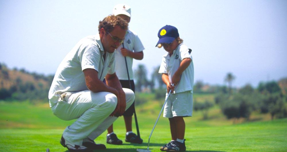 Golf für Kinder: Sechs Golfschulen an der Costa del Sol